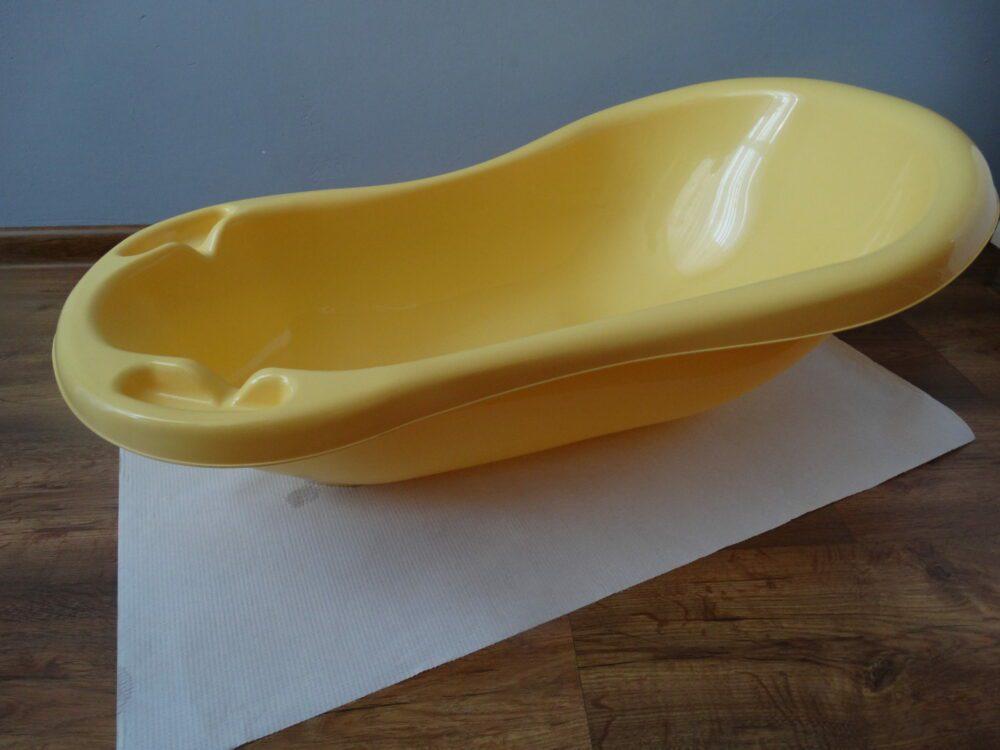 Wodoodporny podkład pod wanienkę dla dzieci.
