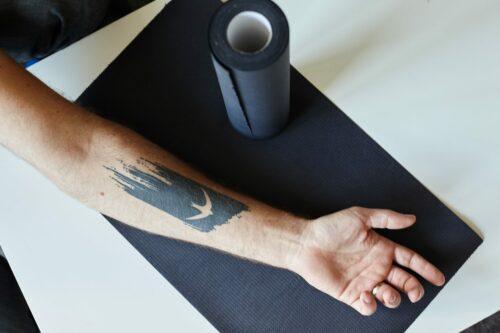 Podkład higieniczny do studia tatuażu czarny.