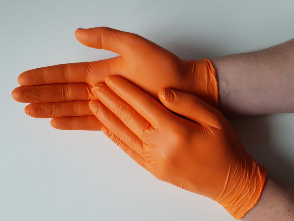 Rękawiczki nitrylowe pomarańczowe.